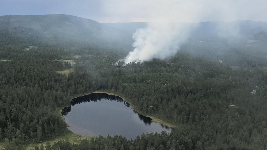 Bildet er tatt av skogbrannhelikopteret over Nissedal. Foto: Skogbrannhelikopteret