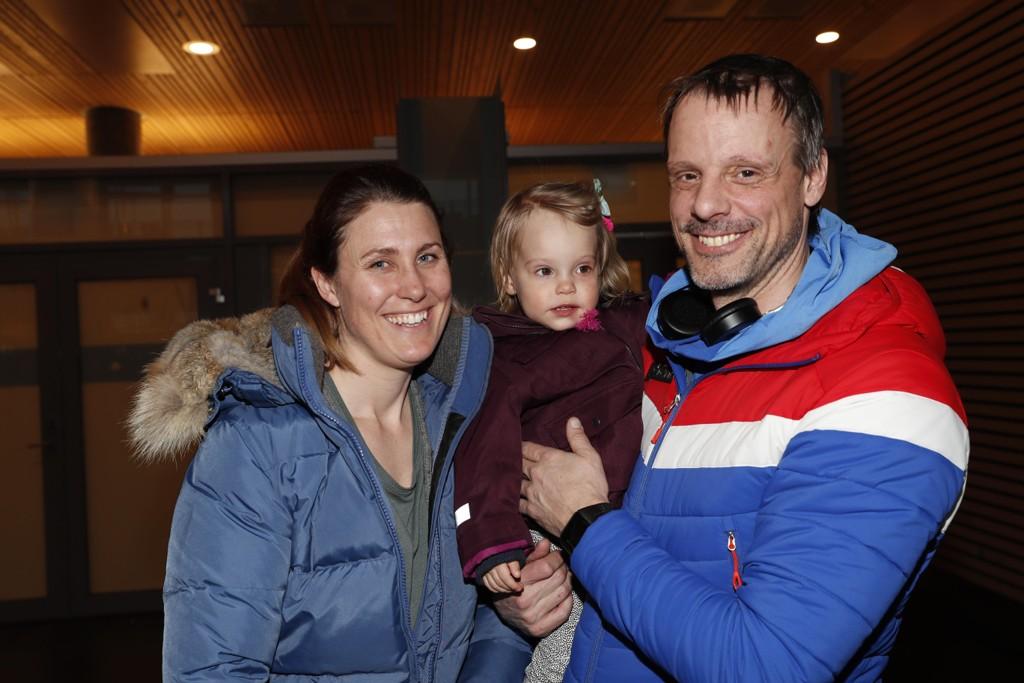 Alexander Stöckl nyter stor suksess som landslagssjef for de norske hopperne. Familien trives også i Norge. Samboer Ina Bergman og datteren Isabel (2) kan gjøre at hopptreneren forblir i Norge, skal vi tro østerriksk hopptopp. Foto: Terje Bendiksby / NTB scanpix