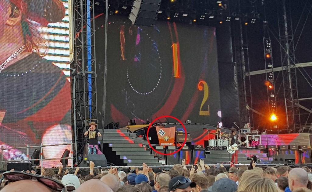 VAKTE OPPSIKT: Dette bilpanseret med Jägermeister-logoen på Guns N' Roses-konserten i Oslo skapte reaksjoner.