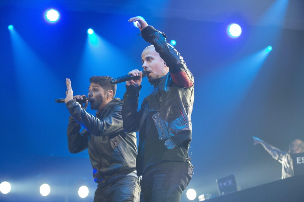 Rapperne doblet omsetningen sin fra 11,9 millioner til 23,8 millioner. Karpe Diem med Magdi Omar og Chirag på scenen ved en tidligere konsert.
