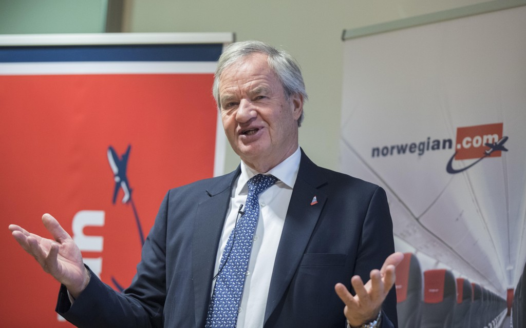 Norwegian-sjef Bjørn Kjos kan se tilbake på en julimåned med både rekordmange passasjerer og svært mange forsinkelser.