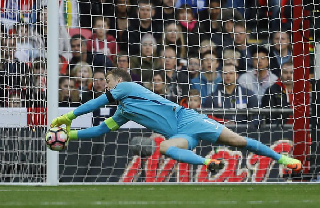 Den engelske målvakten Joe Hart er blitt enig om en overgang fra Manchester City til Burnley. Foto: Frank Augstein / AP / NTB scanpix