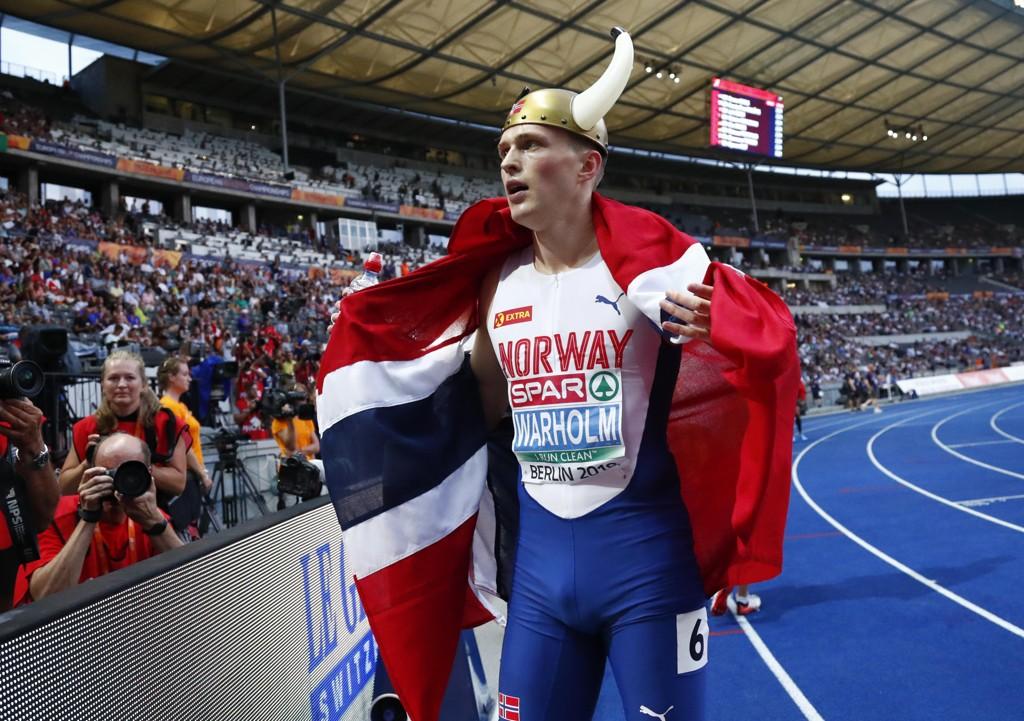 EM-GULL: Karsten Warholm løp inn til EM-gull og ny norsk rekord på 400 meter hekk torsdag kveld, på dagen ett år etter VM-gullet i London.