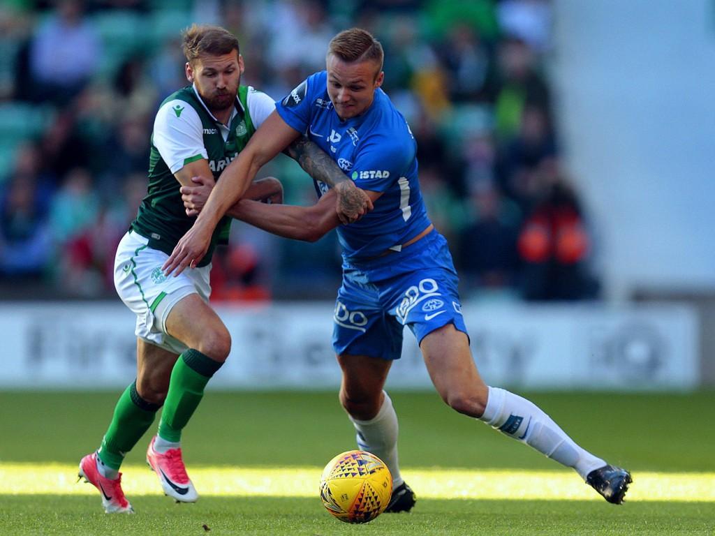 TØFFE TAK: Stian Gregersen og Molde fikk en vrien oppgave på bortebane i Edinburgh mot Martin Boyle og Hibernian.