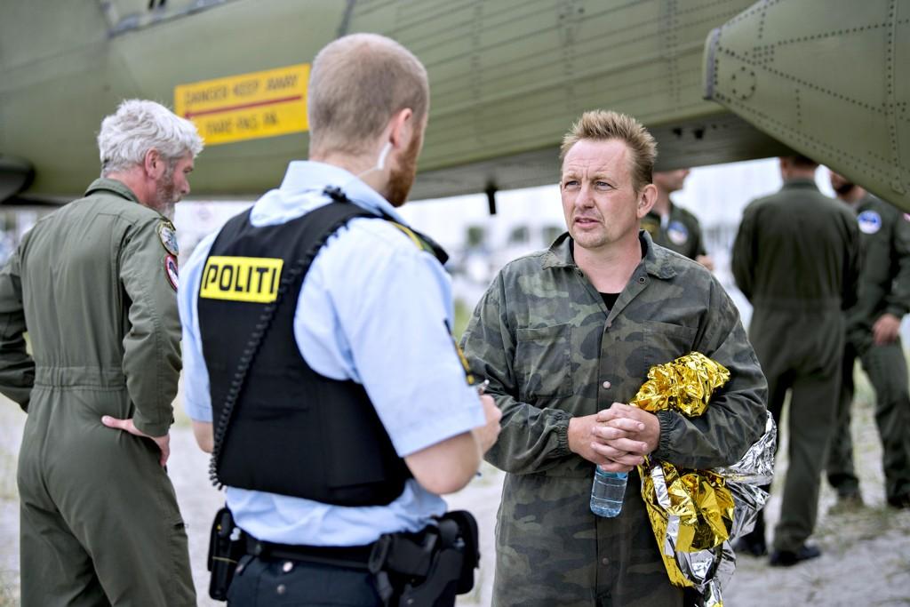 Ubåteier Peter Madsen kommer i land i Dragør Havn den 11. august 2017 etter at ubåten hans sank i Køge Bugt. Han sa da at en ulykke om bord forårsaket journalisten Kim Walls død. Foto: Bax Lindhardt / NTB scanpix Danmark / NTB scanpix