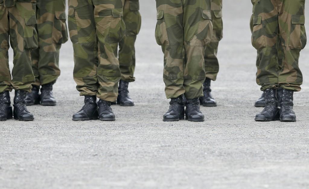 Da Thea Engvik (19) skulle registrere seg i førstegangstjenesten fikk hun et skriv med råd for kvinnelige soldater.