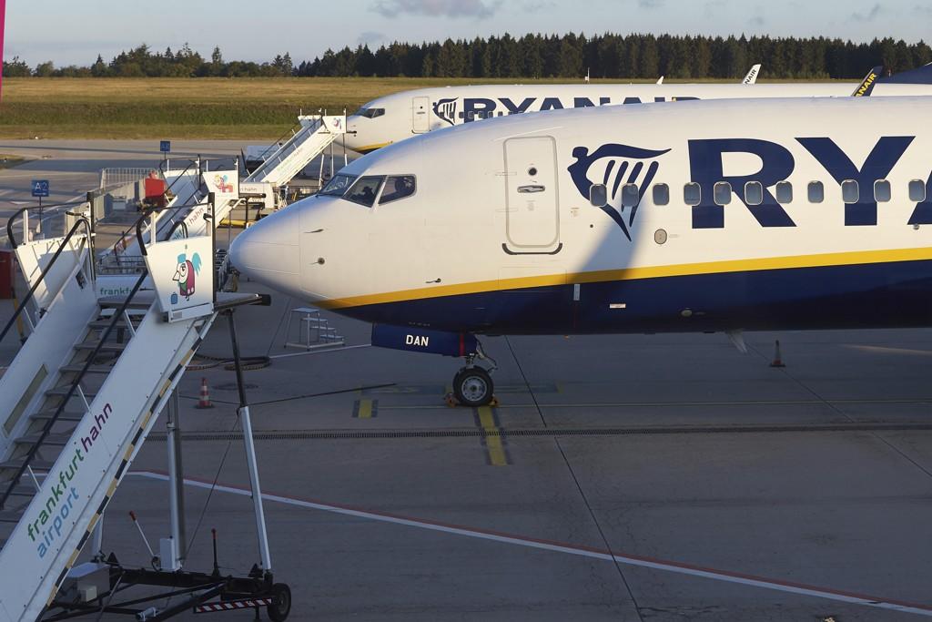Fly fra det irske lavprisselskapet Ryanair sto på bakken i flere europeiske land fredag, som følge av pilotenes streik. Foto: AP / NTB scanpix