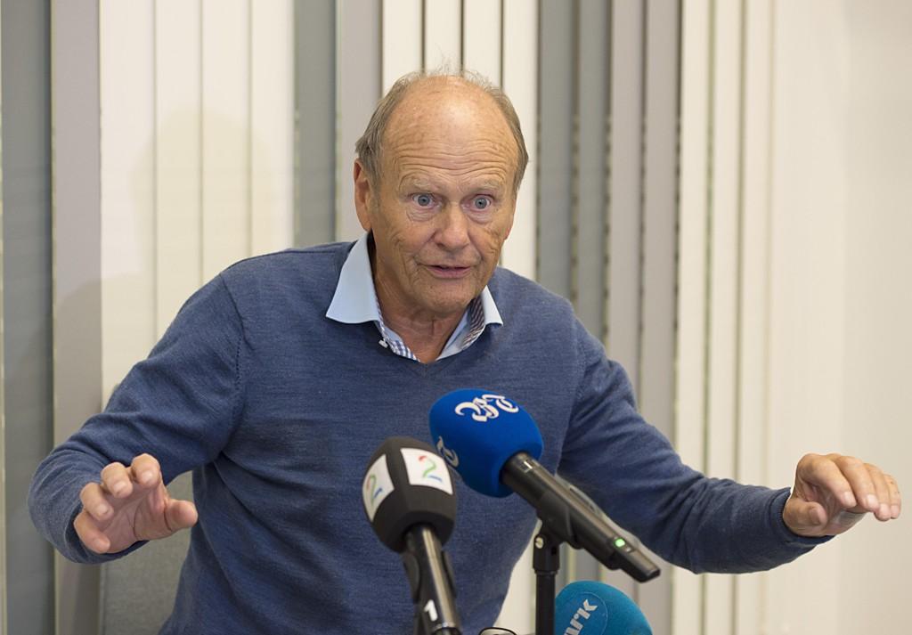 Magnus Stangeland holdt pressekonferanse på Haukeland sykehus etter at han ble funnet kraftig nedkjølt på en holme i Austevoll onsdag. Foto: Marit Hommedal / NTB scanpix