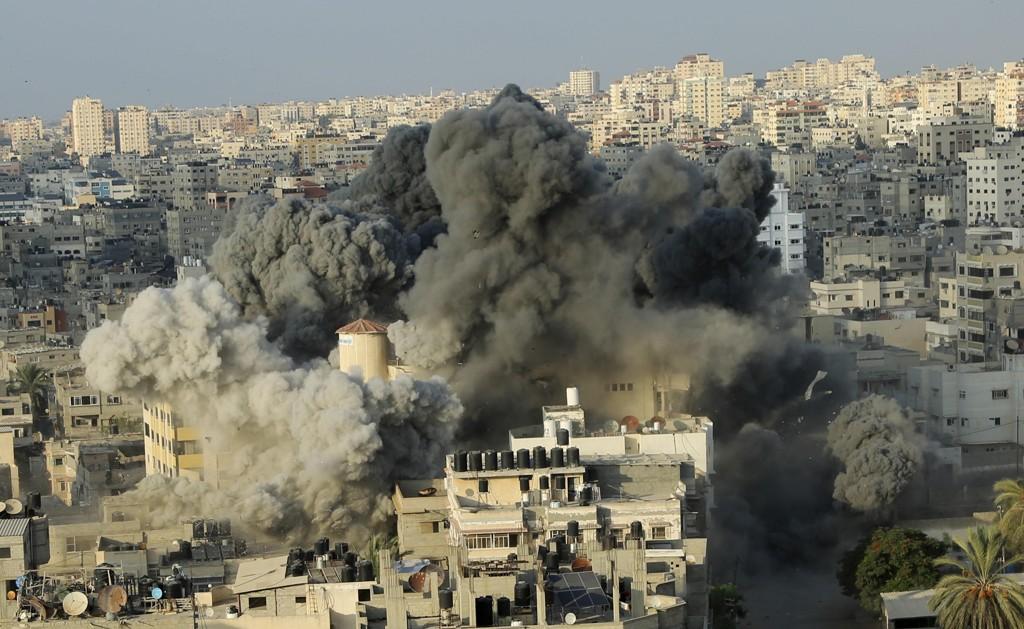 Israel har de siste dagene gjennomført en rekke flyangrep mot mål i Gaza. Angrepene er et svar på massive rakettbeskyting av mål i det sørlige Israel. Foto: AP/NTB scanpix