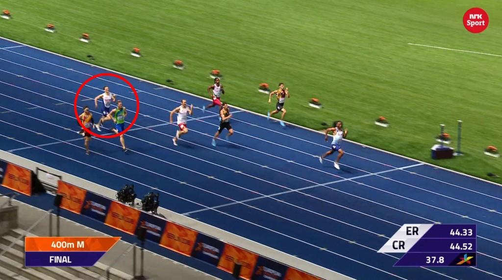 PARKERT: Etter en god start ble Karsten Warholm (i rød ring) parkert av de andre i 400 meter-finalen.