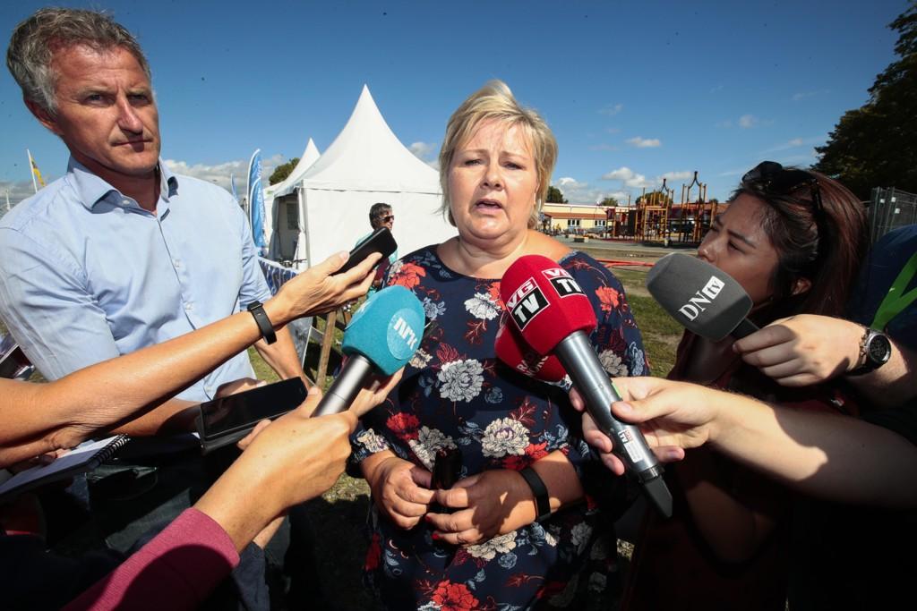 Statsminister Erna Solberg (H) sa at «alle kan gjøre feil» da hun første gang kommenterer statsråd Per Sandbergs (Frp) Iran-reise under et møte med journalister på Ekebergsletta onsdag for en uke siden. Foto: Lise Åserud / NTB scanpix