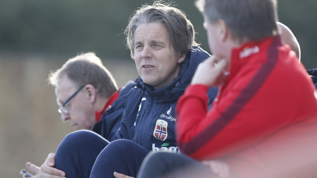 SAVNER SAMLET FRONT: Jan Åge Fjørtoft er lei av å høre at folk er likegyldige til det norske landslaget. Nå ber han folk stå sammen og støtte norske idrettshelter.