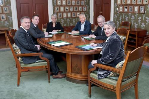 Nobel-komiteen: Olav Njølstad (sekretær), Asle Toje, Anne Enger, Torbjørn Jagland, Henrik Syse og leder Berit Reiss-Andersen.