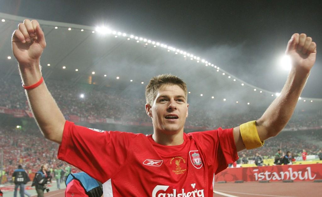 KAPTEIN: Steven Gerrard ledet Liverpool til Champions League-gull i 2005. Nå hevder tidligere en lagkamerat at midtbanespilleren kastet ut støtteapparatet i pausen.