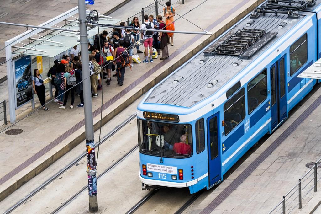 GRATIS: Høyre forslår at det skal bli gratis å kjøre trikk, buss og t-bane innenfor Ring 1 i Oslo sentrum, og blir møtt av MDG med interesse.