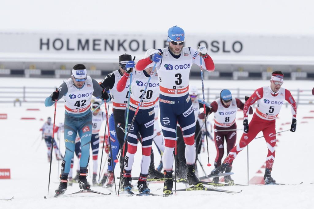 Torbjørn Nordvall mener FIS famler når de går mer og mer bort fra de tradisjonelle langdistansene i langrenn. Her er Martin Johnsrud Sundby i tet under 50 kilometer i Holmenkollen.
