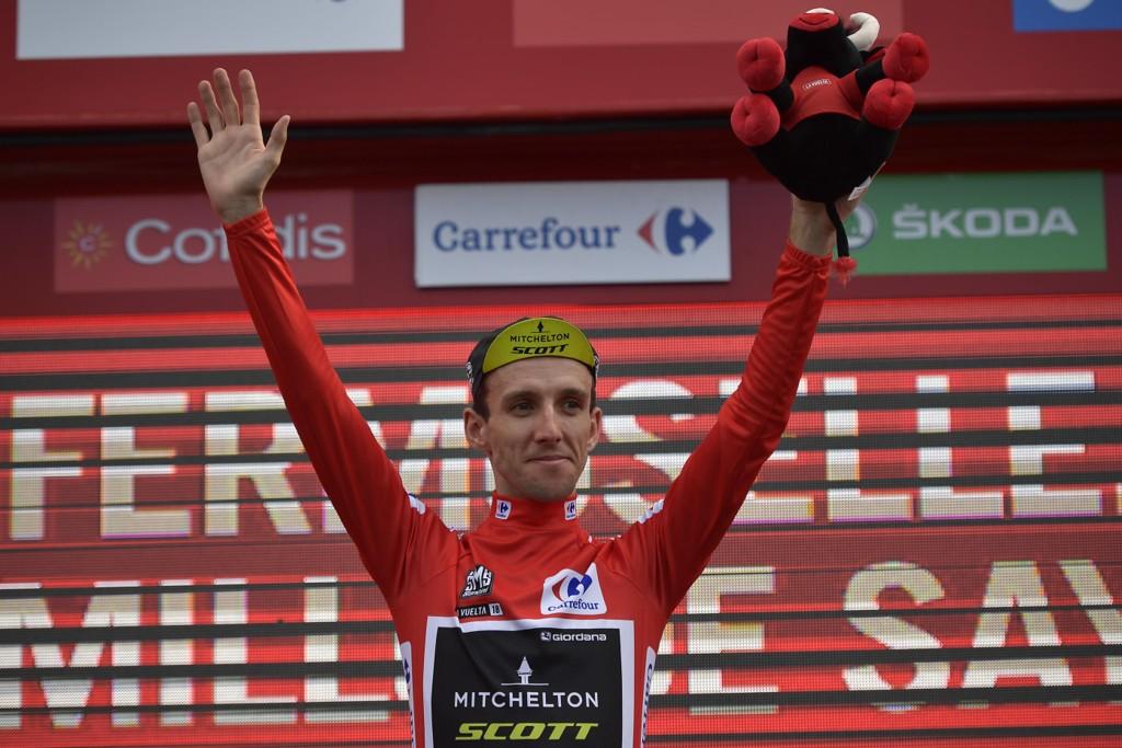Simon Yates forsvarte sin ledertrøye i Vuelta a España onsdag. Etappen ble vunnet av canadiske Michael Woods. Foto: Alvaro Barrientos / AP / NTB scanpix