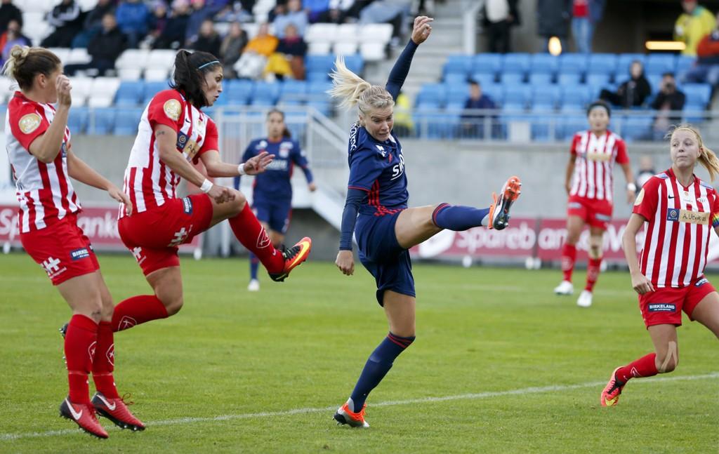 ET SKRITT FORAN: Ada Hegerberg og Lyon ble noen nummer for store for Avaldsnes onsdag.