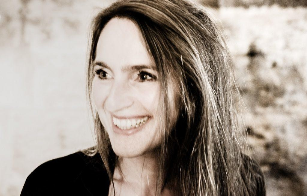 Susanne Lundeng - det gnistrer av både felespellet, stemma og øynene.