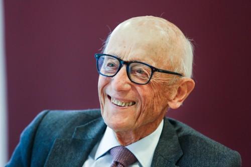 Tidligere statsminister Kåre Willoch fyller 90 år 3. oktober. Nettavisen møter han til Det store intervjuet i Stortingskantinen.