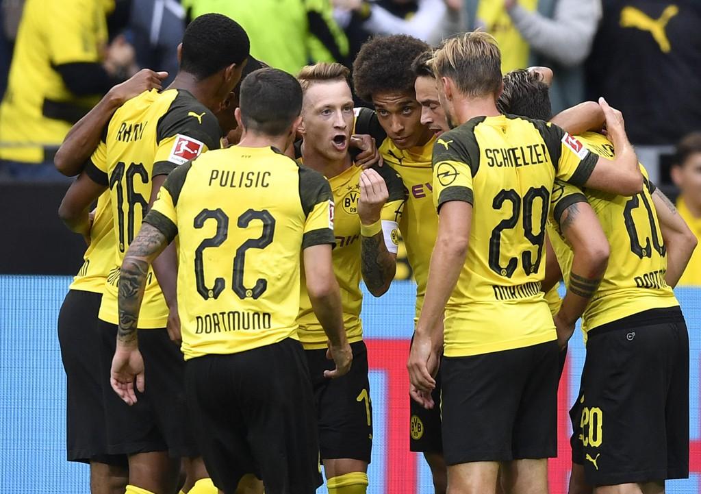 Dortmund og Marco Reus skal kjøre over bortesvake Eintracht Frankfurt fredag kveld. (AP Photo/Martin Meissner)