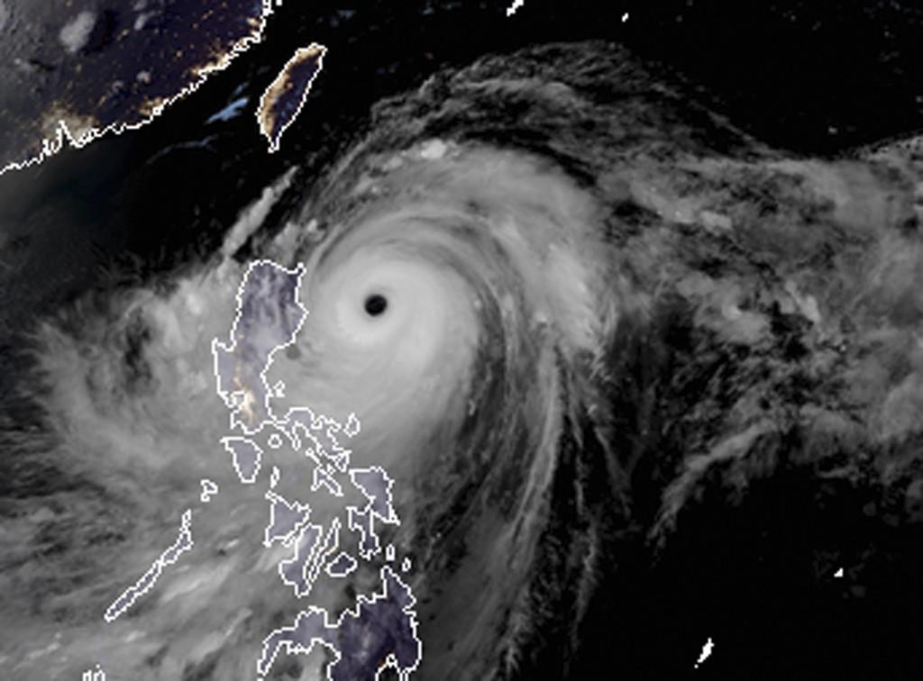 Satellittbildet viser tyfonen Mangkhut på vei mot Filippinene. Foto: RAMMB and CIRA via AP / NTB scanpix
