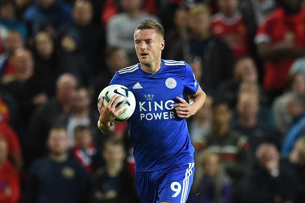 Jamie Vardy (t.v.) er tilbake hos Leicester i lørdagens kamp. Da kan revene håpe på poeng mot Bournemouth.