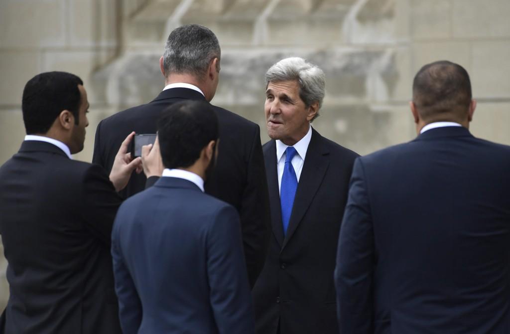Tidligere utenriksminister John Kerry får kritikk av sin etterkommer Mike Pompeo og president Donald Trump for å ha hatt møter med Irans utenriksminister. Foto: Susan Walsh / Ap / NTB scanpix