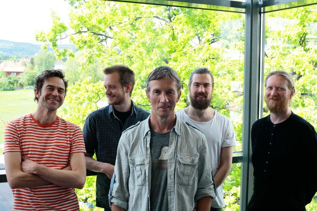 Morten Halle omringa av Gunnar Halle, Andreas Wildhagen, Christian Meaas Svendsen og Helge Lien - en herlig overraskelse.