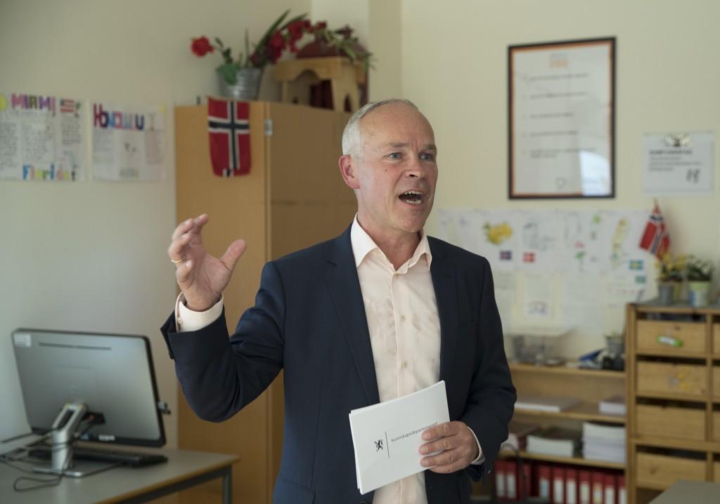 Kunnskaps- og integreringsminister Jan Tore Sanner (H) er opprørt over at barn og unge blir etterlatt i utlandet av sine foreldre. Foto: Vidar Ruud / NTB scanpix