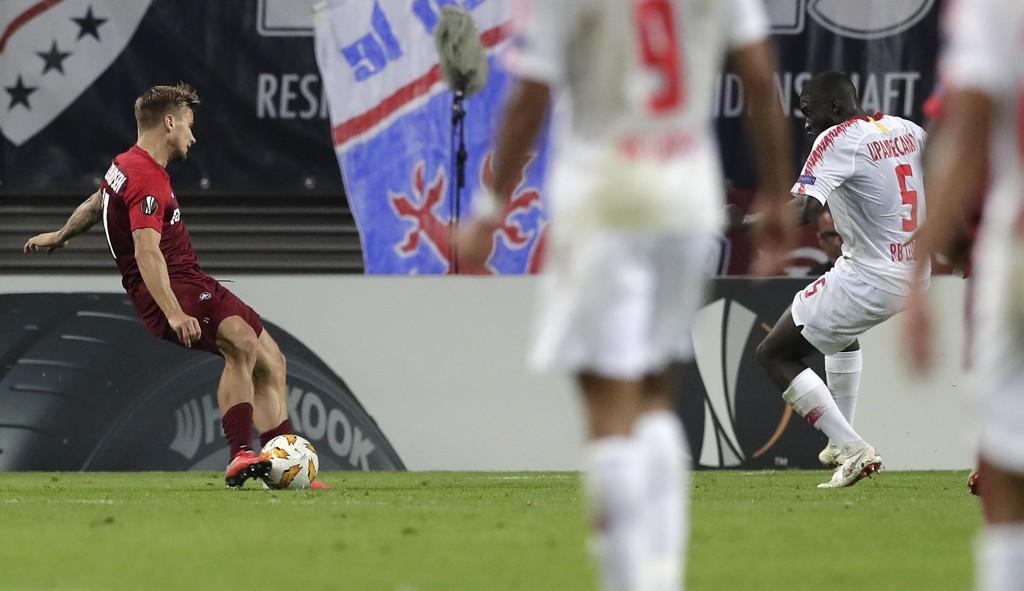 Salzburgs Fredrik Gulbrandsen scoret seiersmålet mot Leipzig torsdag. Foto: Michael Sohn / AP / NTB scanpix