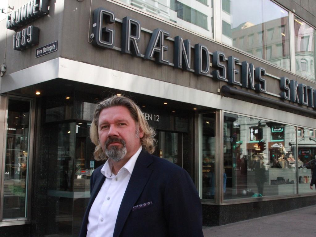 MÅTTE LEGGE NED: Henrik Ruud i Grændens skotøimagazin la ned barneskobutikken sin på Steen og Strøm i sommer.