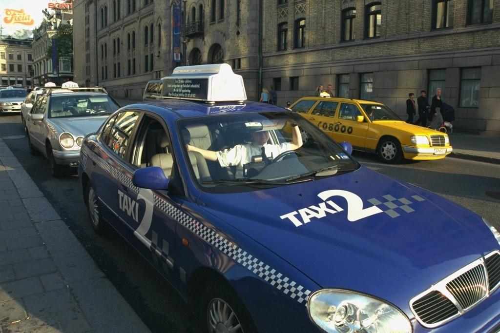 FRISLIPP: Regjeringen vil fjerne taket på antall taxiløyver, og mener det vil gi de reisende et bedre tilbud. Ap og SV mener imidlertid at det vil gi økte priser.