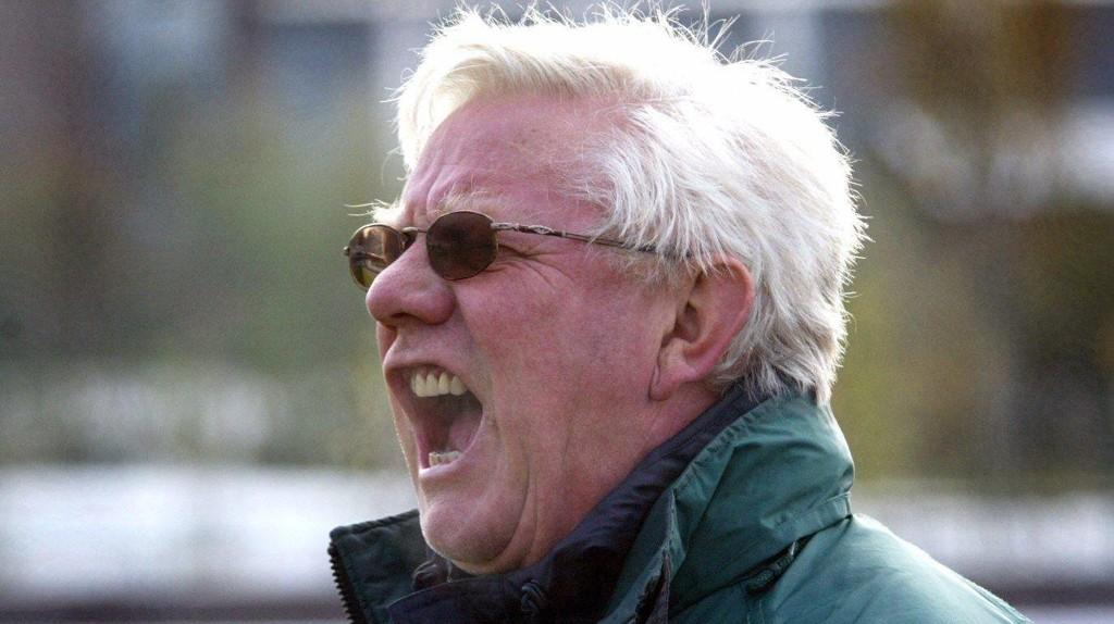HØYT TENNINGSNIVÅ: En hylende engasjert trener Nils Arne Eggen. Bildet er tatt i 2002.