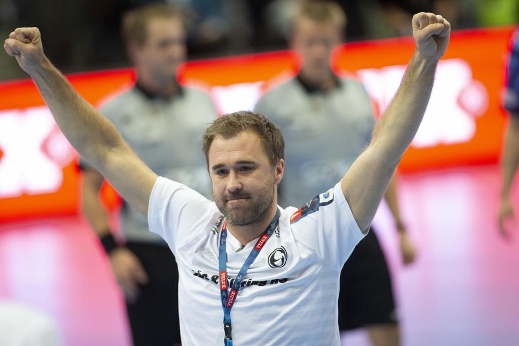 Elverum-trener Michael Apelgren kunne juble for en dramatisk borteseier over Wacker Thun i mesterligaen. Foto: Geir Olsen / NTB scanpix