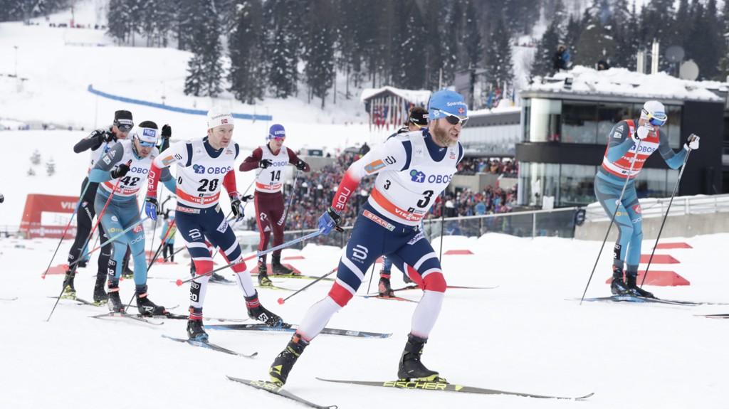 KOLLEN: Martin Johnsrud Sundby i tet under femmila i Holmenkollen i mars.