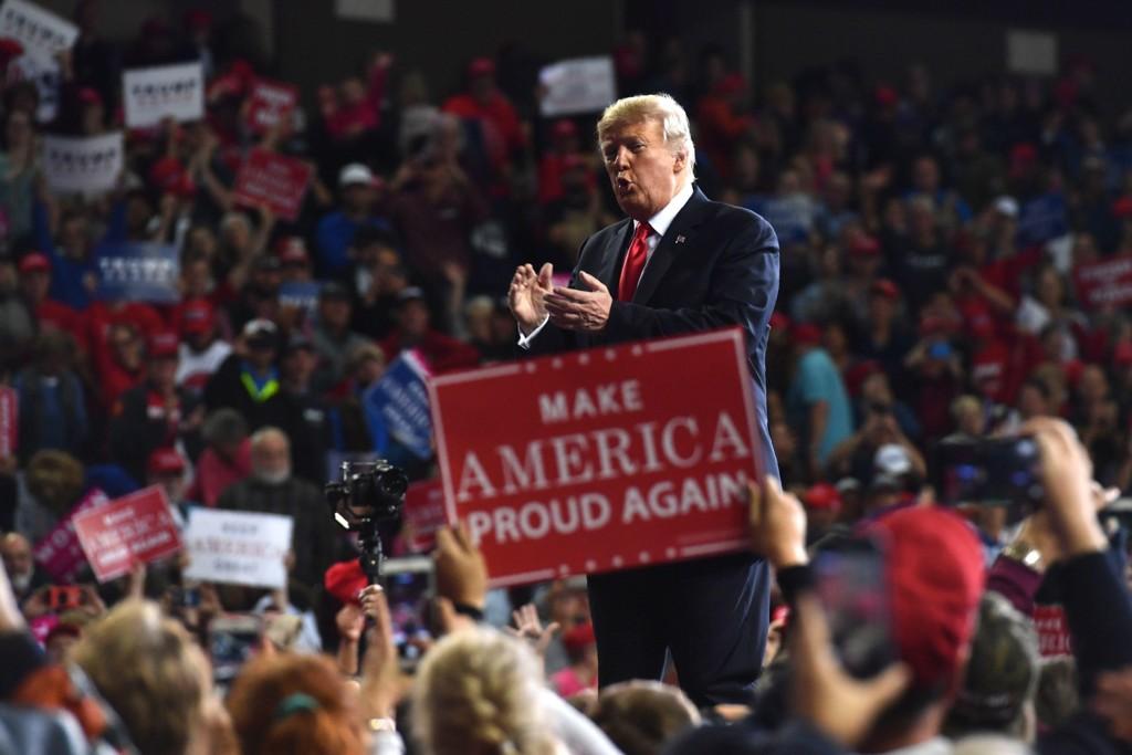 Blant de årsaker til at Donald Trump kom til makten var at folk var lei det politiske etablissementet. De var lei de manglende valgmuligheter de tradisjonelle demokrater og republikanere kunne tilby dem.