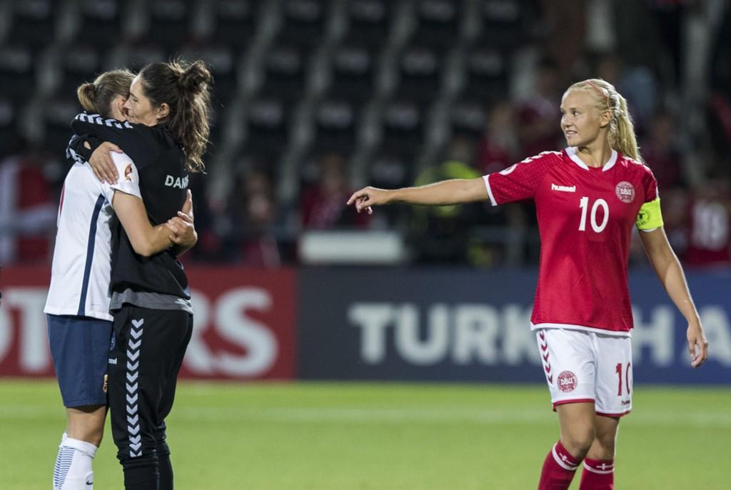 Danmark og Pernille Harder skal ikke spille fotball-VM neste sommer. Foto: Berit Roald / NTB scanpix