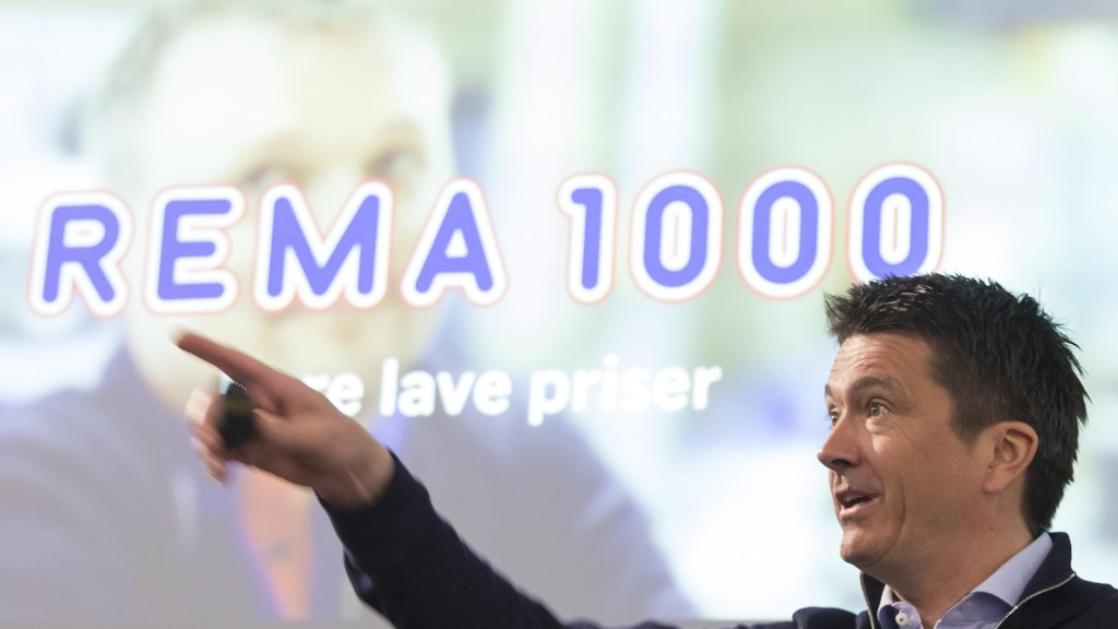 Flere hundre personer må gå etter store Rema-endringer i forbindelse med at Rema 1000 overtar såkalt varefremming selv fra 1. januar 2019.. Her er Ole Robert Reitan (REMA 1000) under presentasjonen av Reitangruppens årsresultat for 2017.