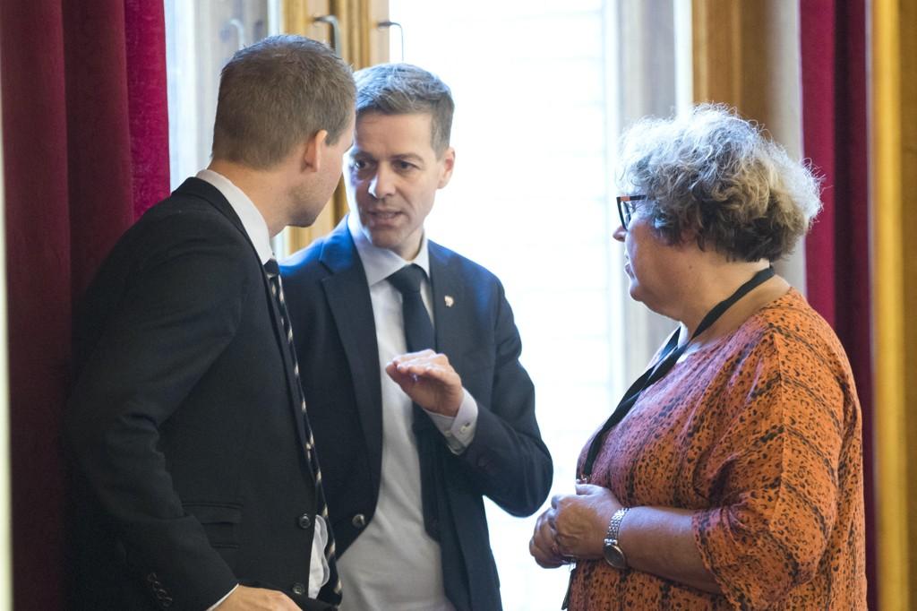 Nestleder Kjell Ingolf Ropstad og nestlederOlaug Bollestad ønsker samtaler med Solberg-regjeringen, mens KrF-leder Knut Arild Hareide ser til venstre og har blinket seg ut Ap og Sp.