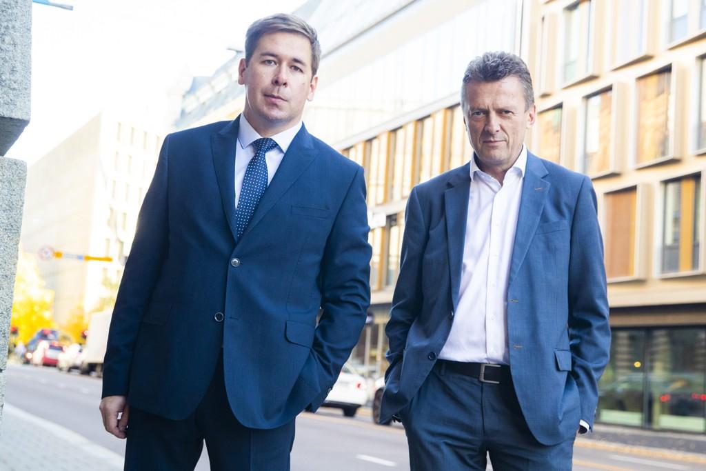 Advokatene Ilja Novikov (t.v.) og Brynjulf Risnes representerer spionsiktede Frode Berg. Onsdag møttes de i Oslo for å drøfte situasjonen. Foto: Håkon Mosvold Larsen / NTB scanpix