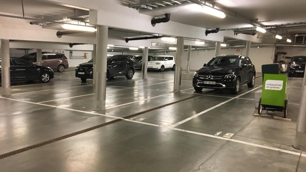 SLUTT: Det blir trolig snart slutt på politikernes gratisparkering i Rådhusgarasjen Oslo, etter en lang diskusjon om parkeringsplassene.
