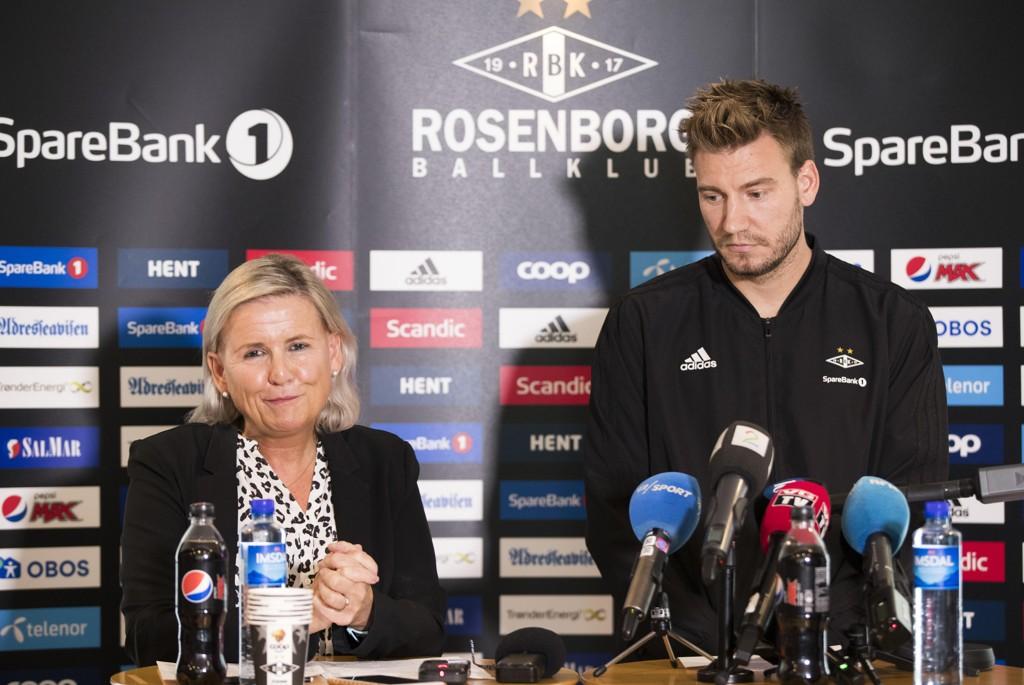 Nicklas Bendtner og daglig leder i Rosenborg, Tove Moe Dyrhaug, møtte pressen sammen etter voldsepisoden. Foto: Terje Pedersen / NTB scanpix