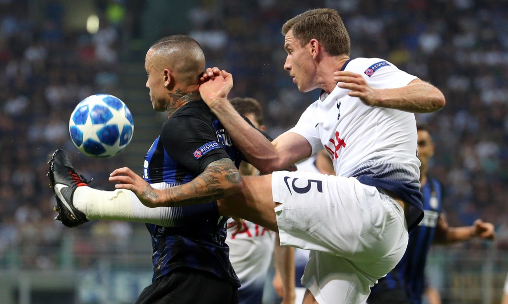 Tottenhams Jan Vertonghen sliter med skade. Nå venter et lengre avbrekk. Foto: Matteo Bazzi / ANSA via AP / NTB scanpix