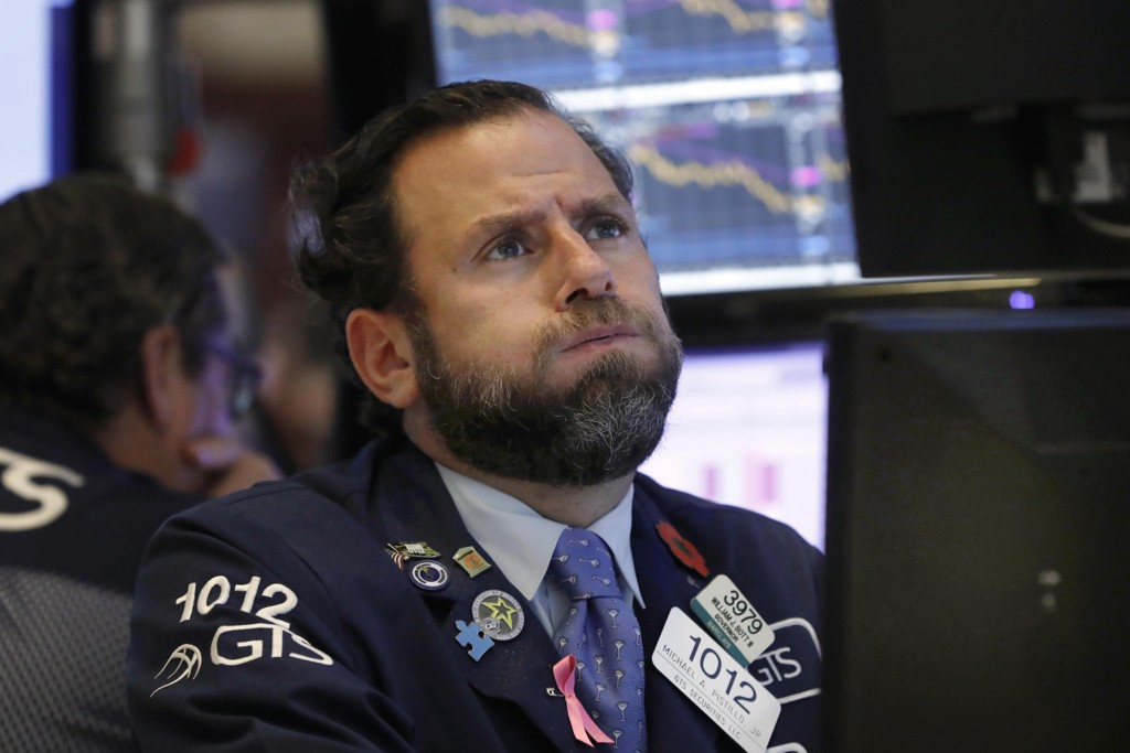 Aksjehandler Michael Pistillo under det kraftige aksjefallet på New York-børsen onsdag. Foto: Richard Drew / AP / NTB scanpix