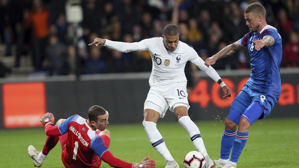 HELTEN: Kylian Mbappé reddet Frankrike mot Island.