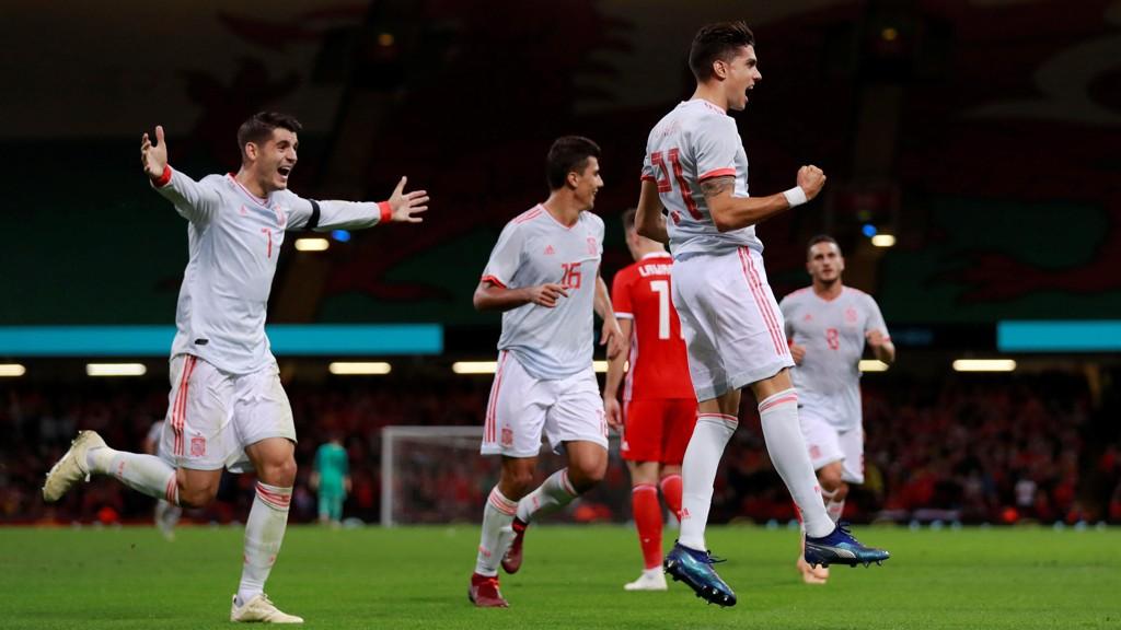 GOL: Marc Bartra (til høyre) scoret sitt første mål for Spania.