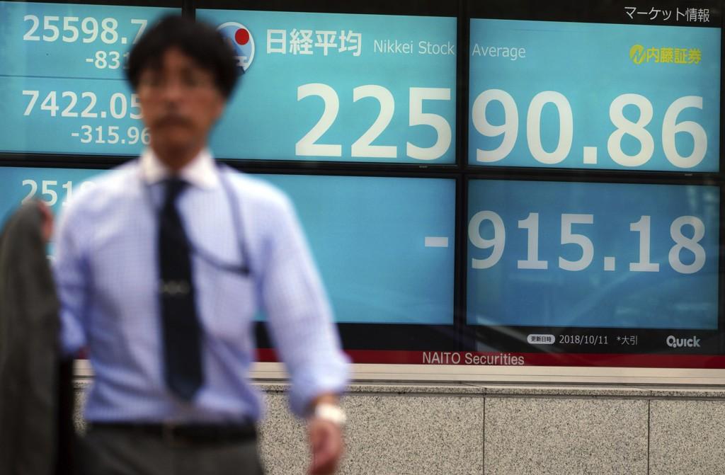 Børsnedturen var ikke like stor i Asia fredag. I Sør-Korea og Hongkong var det grønne tall. Foto: Eugene Hoshiko / AP / NTB scanpix