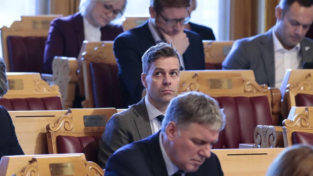 Partileder i Krf, Knut Arild Hareide, lytter til finanstalen i forbindelse med regjeringens fremleggelse av statsbudsjettet for 2019.