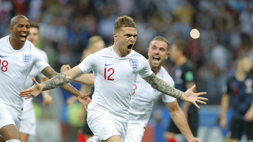 Kieran Trippier jubler etter å ha sendt England i ledelsen 1-0 i sommerens VM-semifinale mot Kroatia.